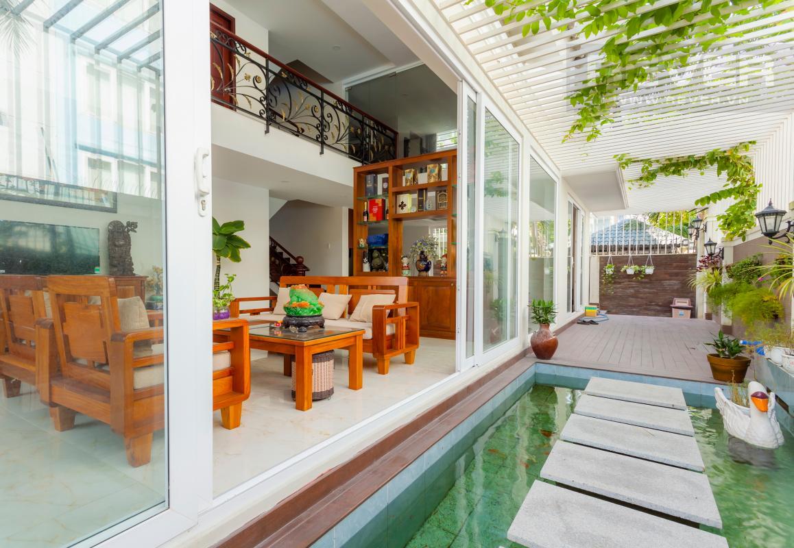 Hồ cá cảnh ở lối đi Villa 3 tầng Đường Số 14 Hoàng Quốc Việt