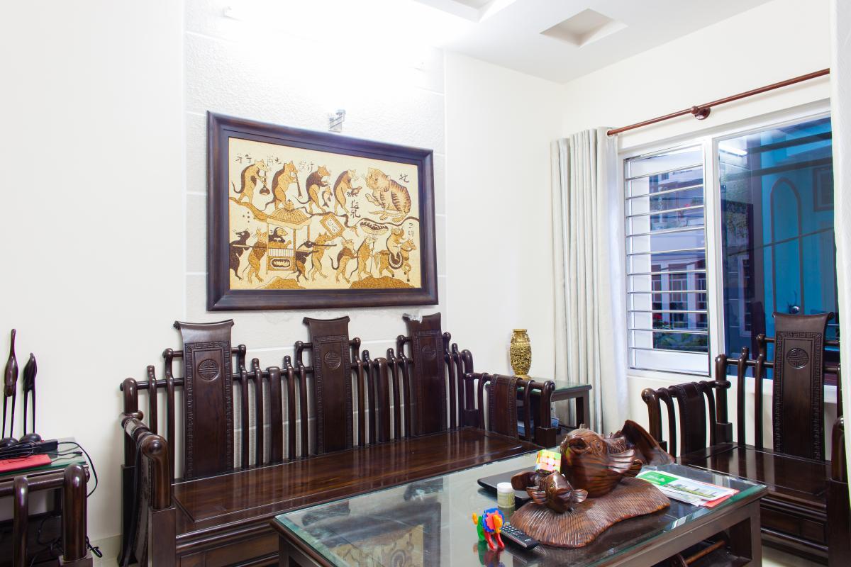 Không gian phòng khách tầng 1 Nhà 3 tầng hẻm Bùi Văn Thêm quận Phú Nhuận