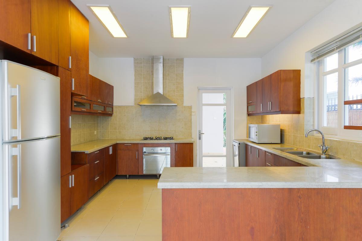 Phòng bếp với nội thất cao cấp Villa 3 tầng ABC Compoud Trần Não