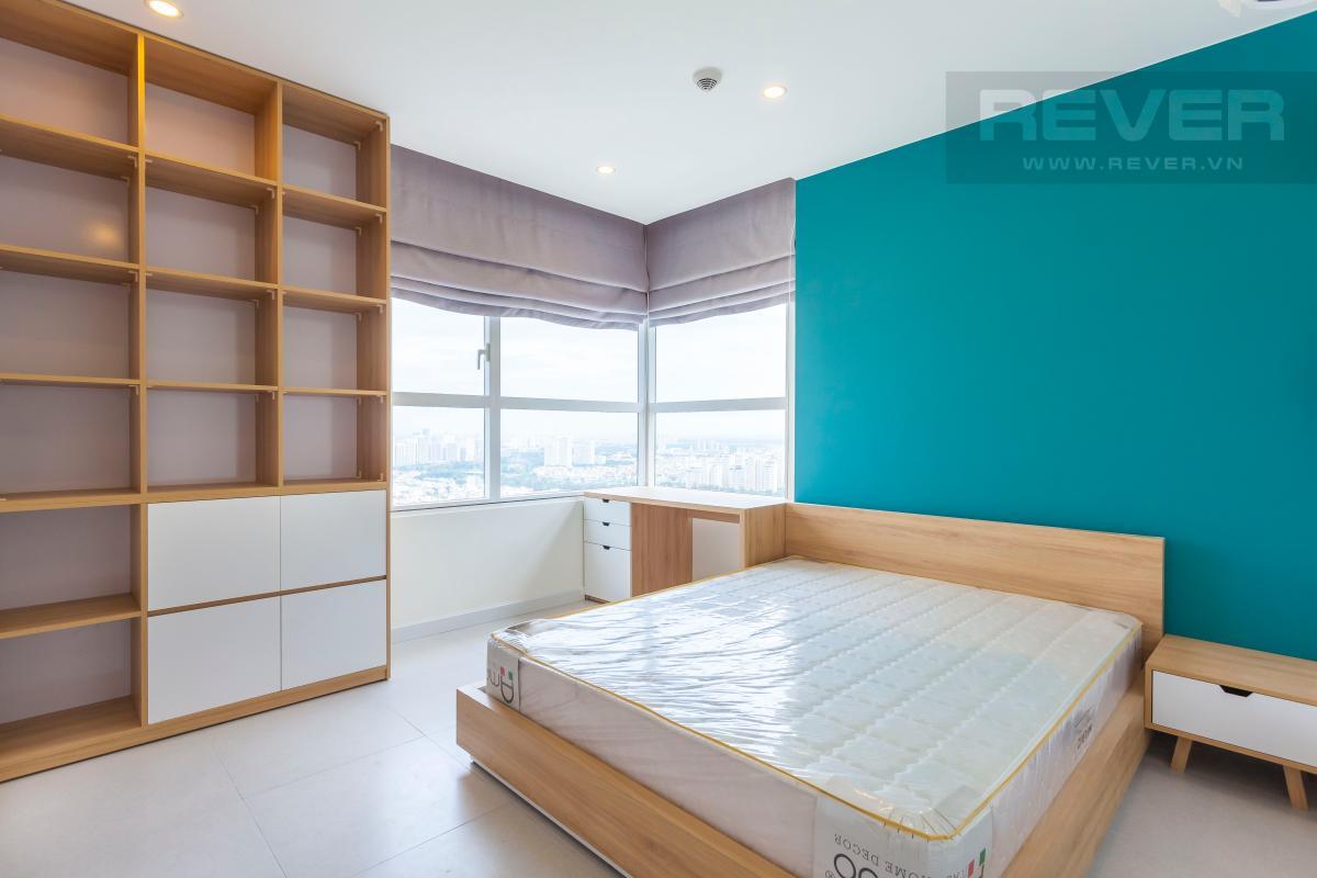 Phòng ngủ 1 nằm ở vị trí góc của tòa nhà Căn góc Sunrise City tầng cao X2, hướng Đông Nam mát mẻ