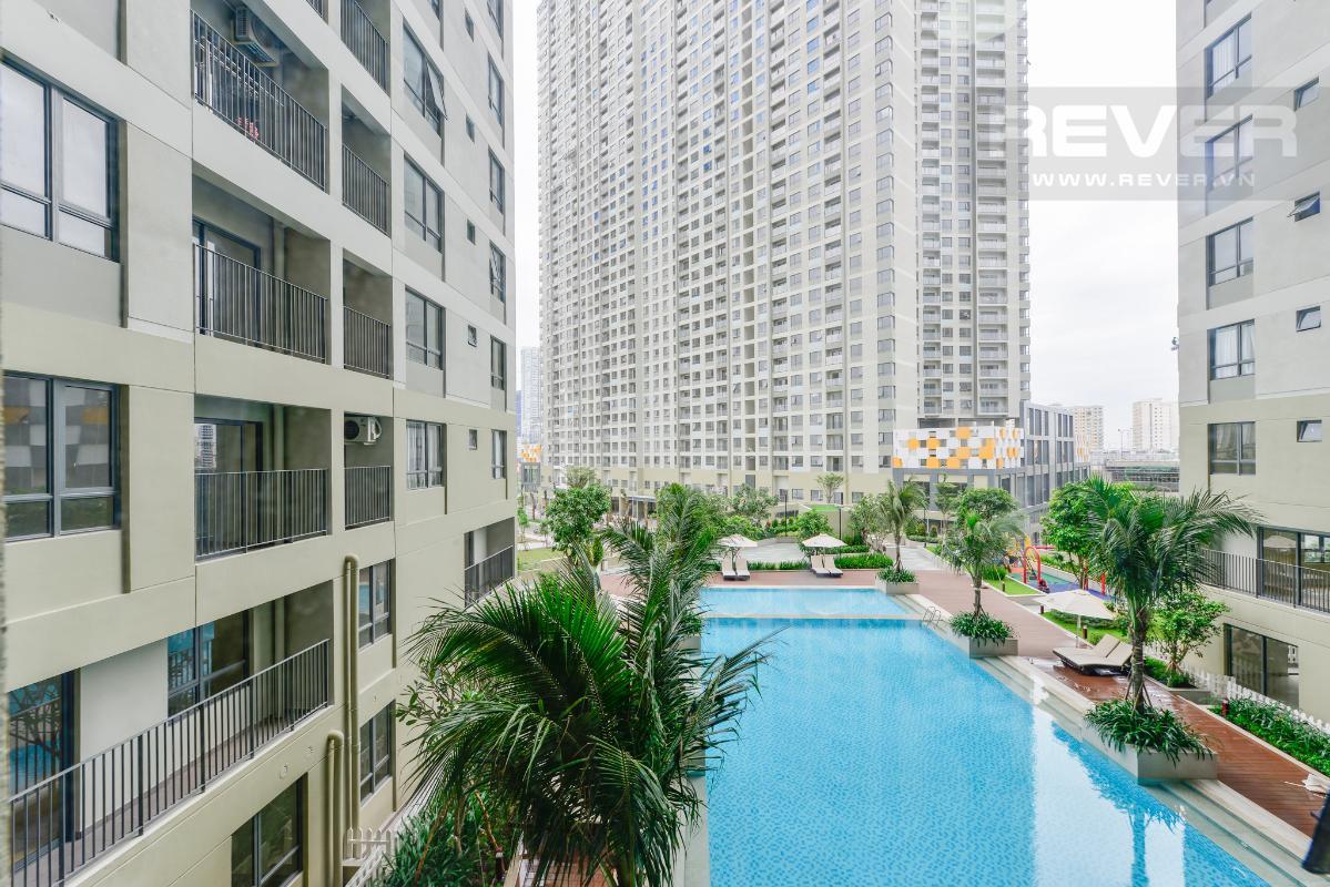 View hồ bơi từ phòng khách Căn hộ hướng Tây Bắc 2 phòng ngủ T3A Masteri Thảo Điền
