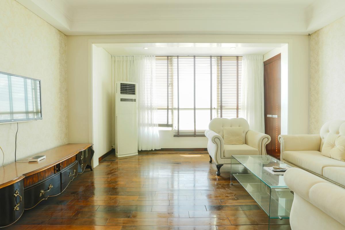 Phòng khách hướng Bắc Căn hộ tầng cao AE The Manor 1