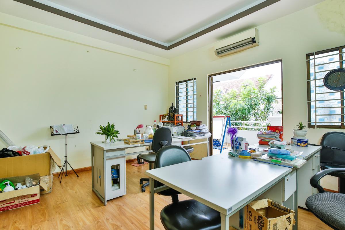 Phòng làm việc ở tầng lầu Nhà 3 tầng mặt tiền D48 Nam Long