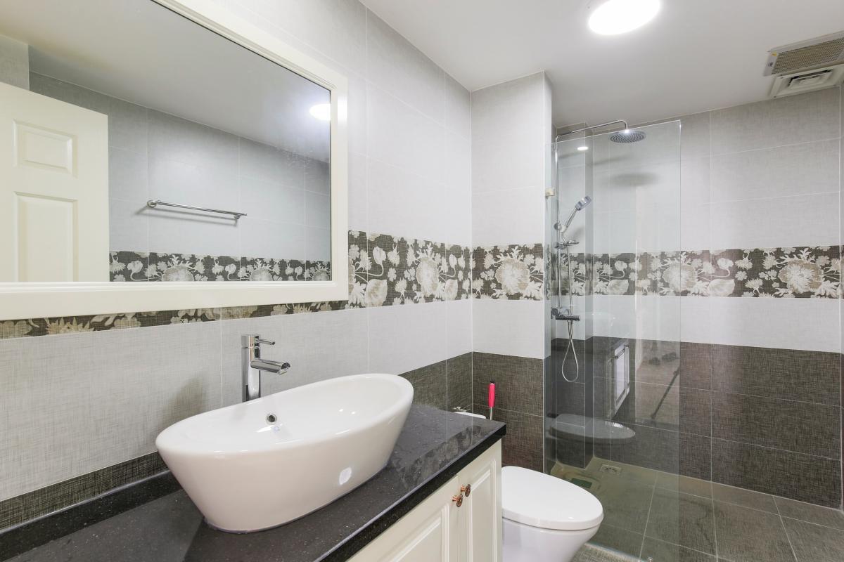 Nội thất phòng tắm chính Căn góc tầng cao Tower 3 Brilliant