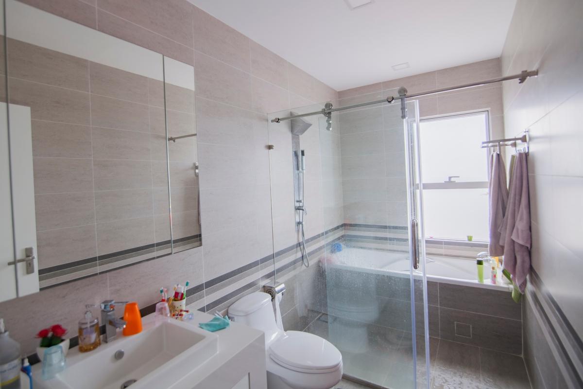 Phòng tắm 1 Penthouse hướng Đông Bắc cụm tháp W Sunrise City
