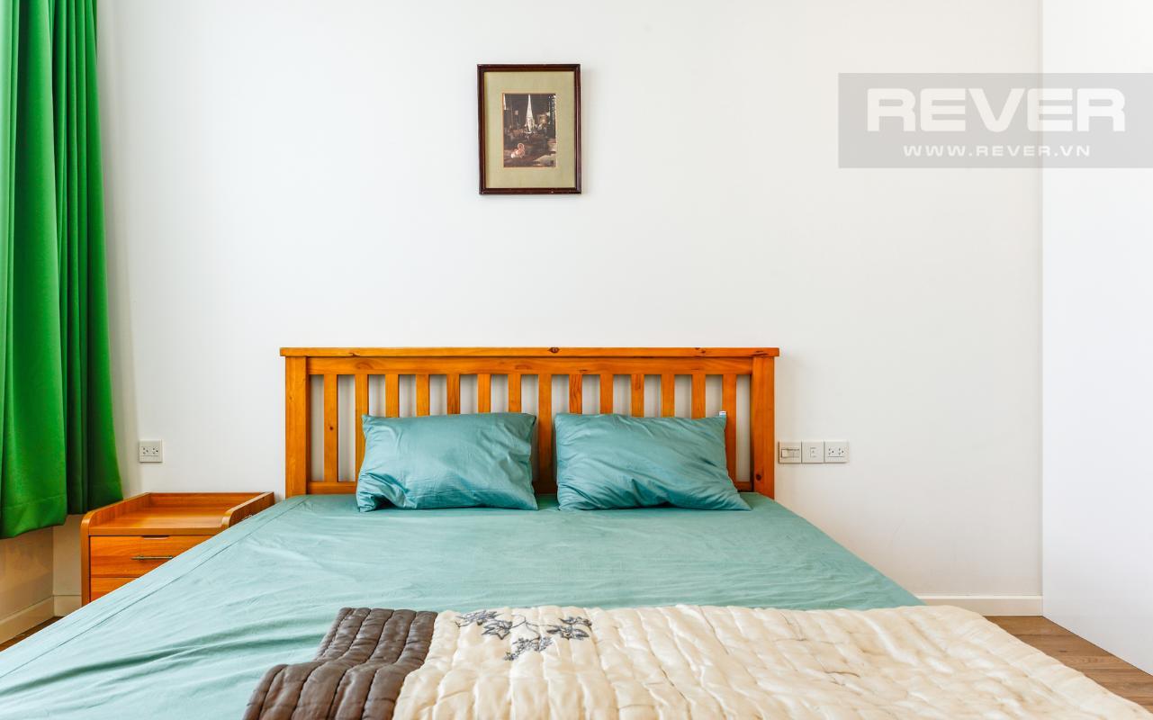 Giường ngủ phòng ngủ 2 Căn hộ A1 Sarimi hai phòng ngủ, nhìn về trung tâm thành phố
