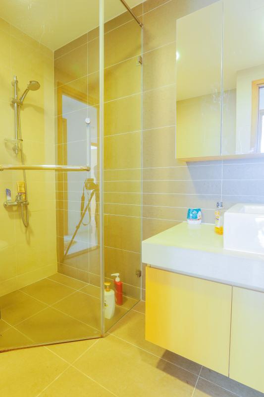 Phòng tắm 2 Căn góc Sunrise City tầng cao tháp V4 hướng Tây Nam, 3 phòng ngủ
