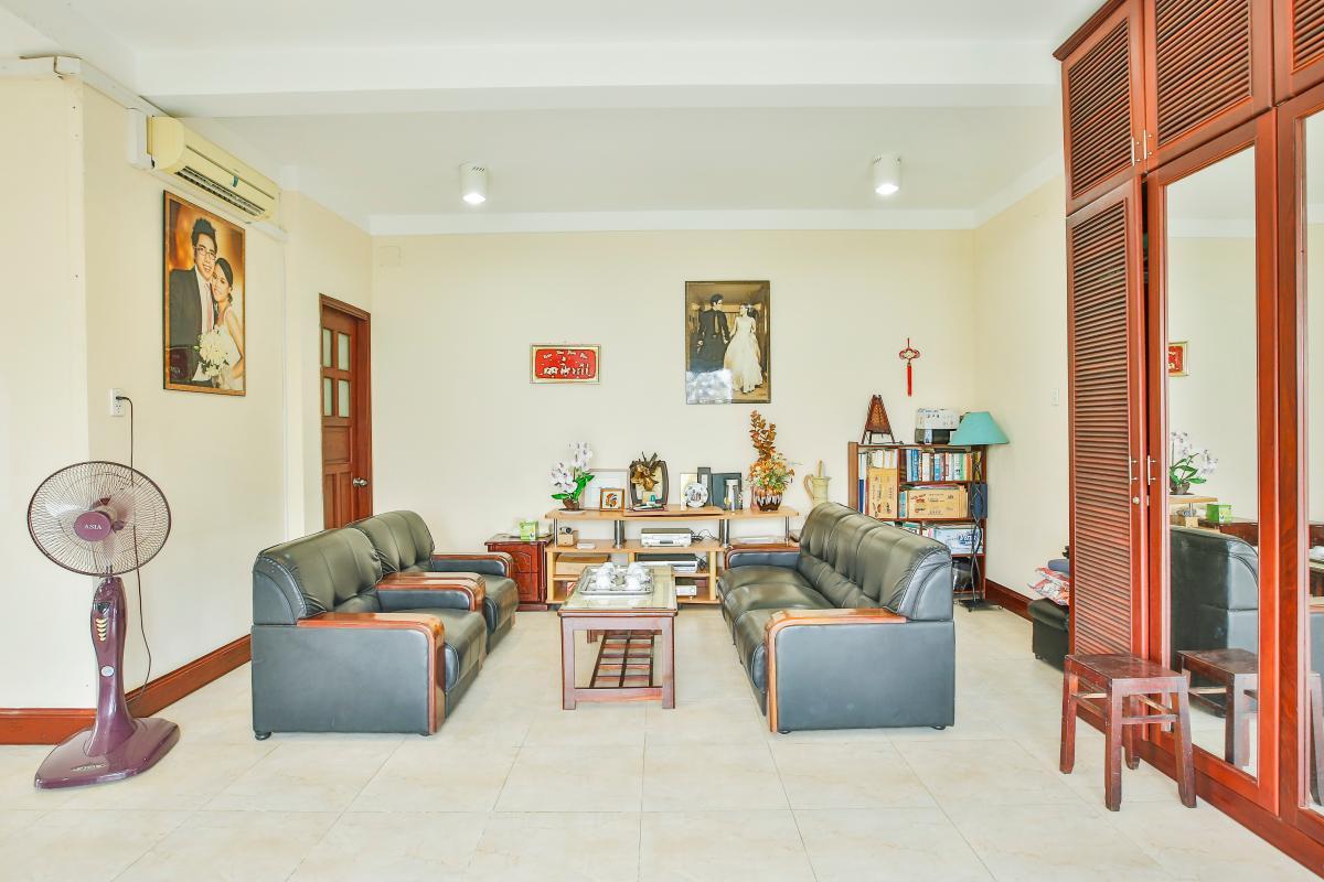 Phòng khách tầng 1 Nhà 5 tầng mặt Hà Huy Tập quận 7