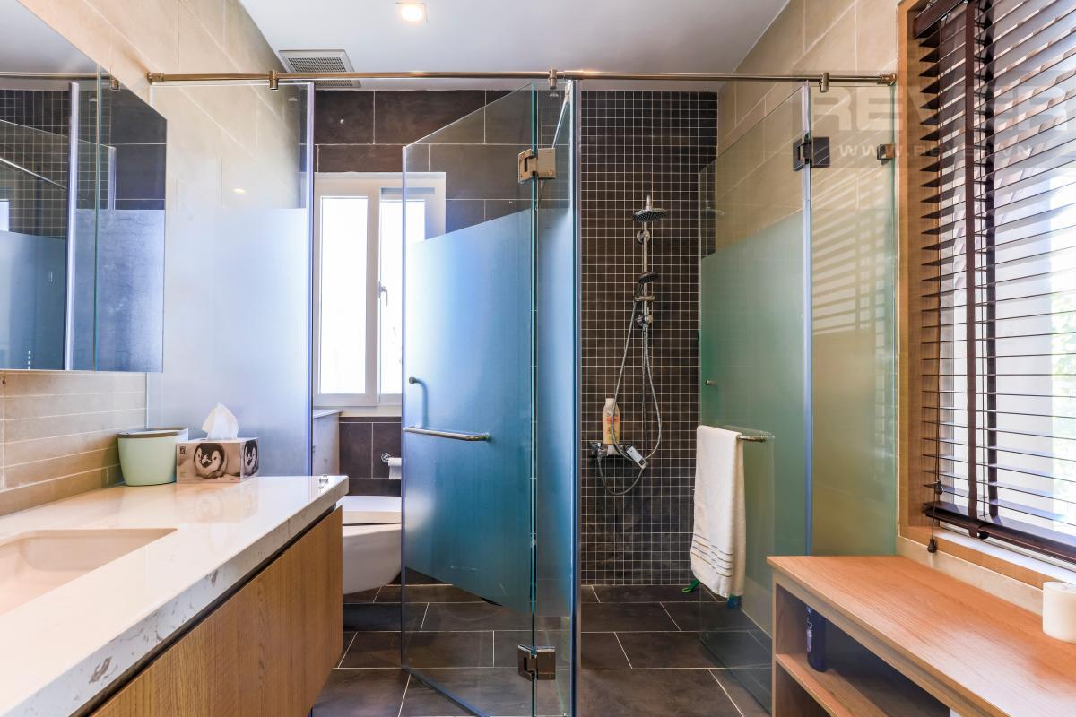 Phòng tắm chính Villa Melosa Garden hướng Bắc, 3 tầng hiện đại