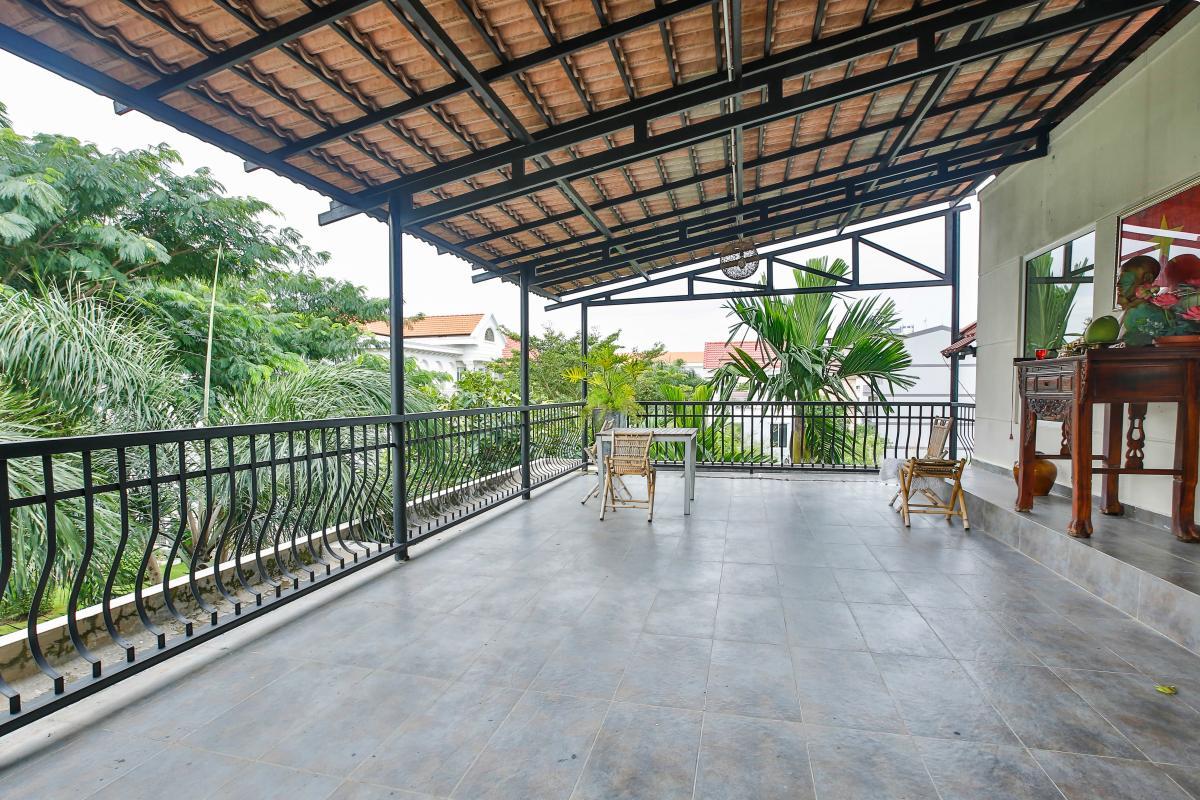 Ban công lớn Villa sân vườn Nam Thông 3