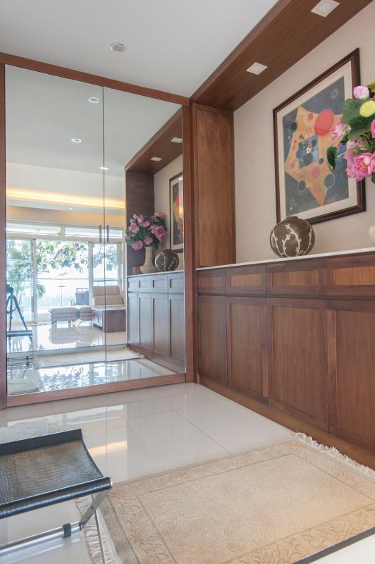 Cửa ra vào Căn hộ Riverside Residence tầng thấp tháp AL hướng Đông