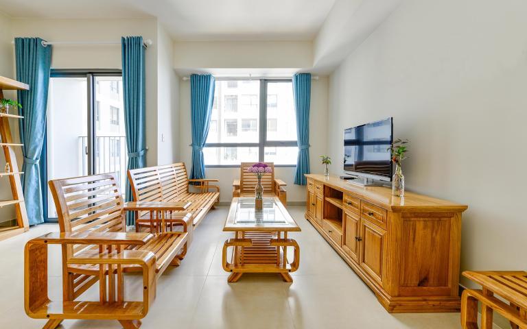 Căn góc Masteri Thảo Điền tầng cao T2B 2 phòng ngủ, nội thất gỗ