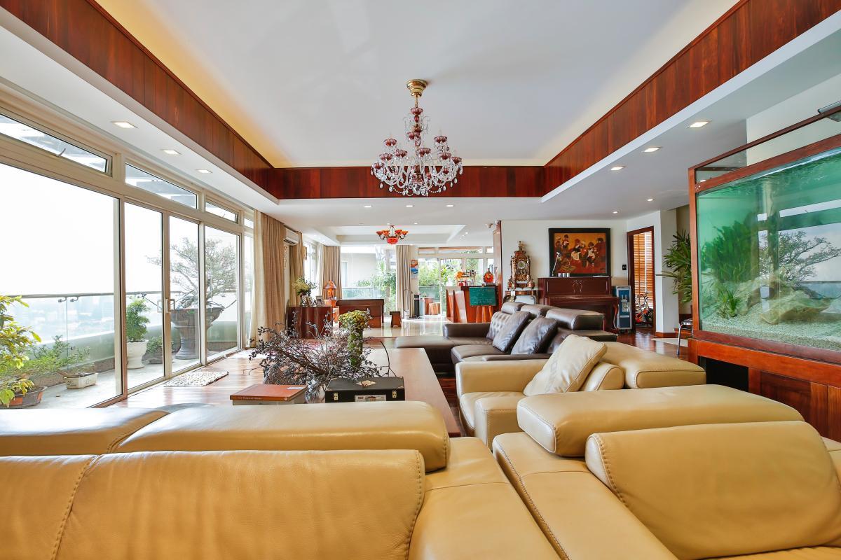 Nội thất phòng khách sang trọng Penthouse hướng Nam Sapphire 1 Sài Gòn Pearl