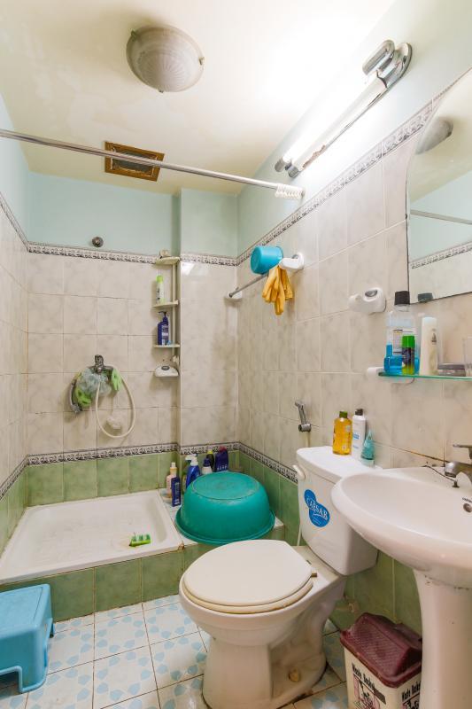 Phòng tắm trên lầu Nhà 4 tầng hai mặt tiền hẻm Hậu Giang Quận 6