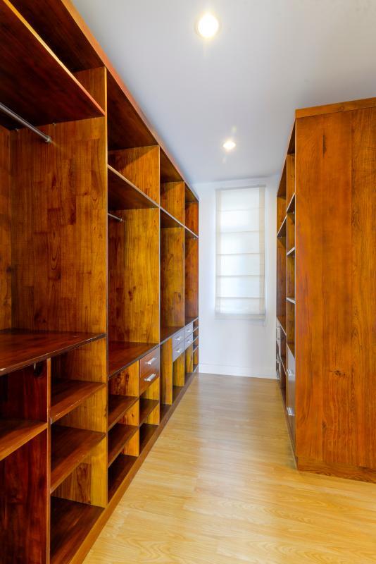 Phòng thay đồ với tủ đồ lớn Villa 3 tầng ABC Compoud Trần Não