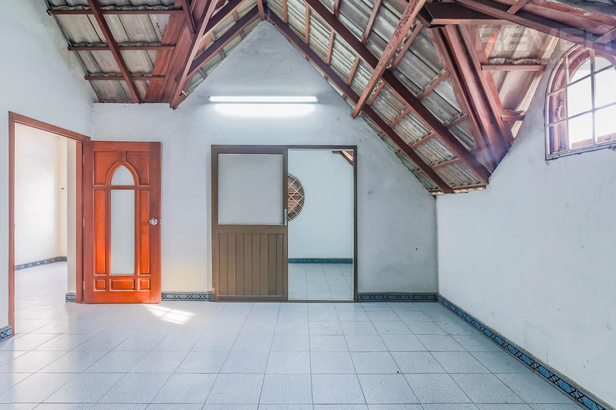 Phòng ngủ tầng áp mái Villa 3 tầng Đường số 12 Trần Não