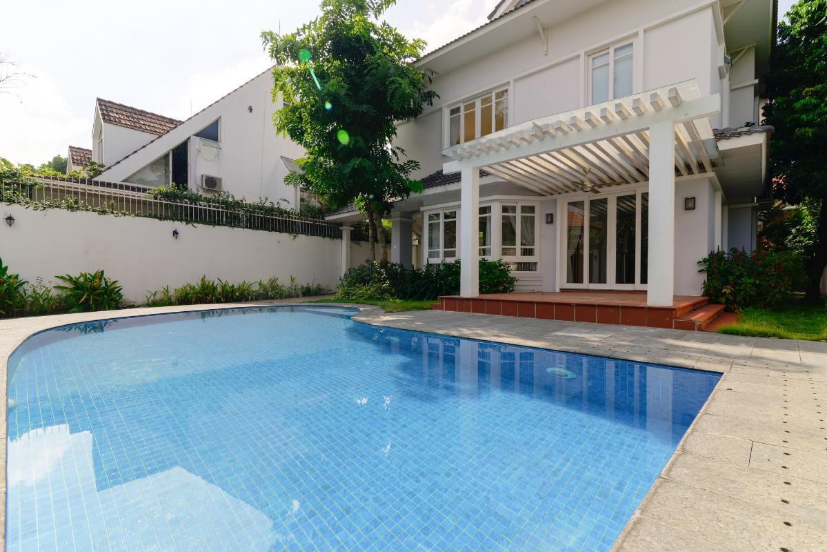 Hồ bơi lớn Villa 3 tầng ABC Compoud Trần Não
