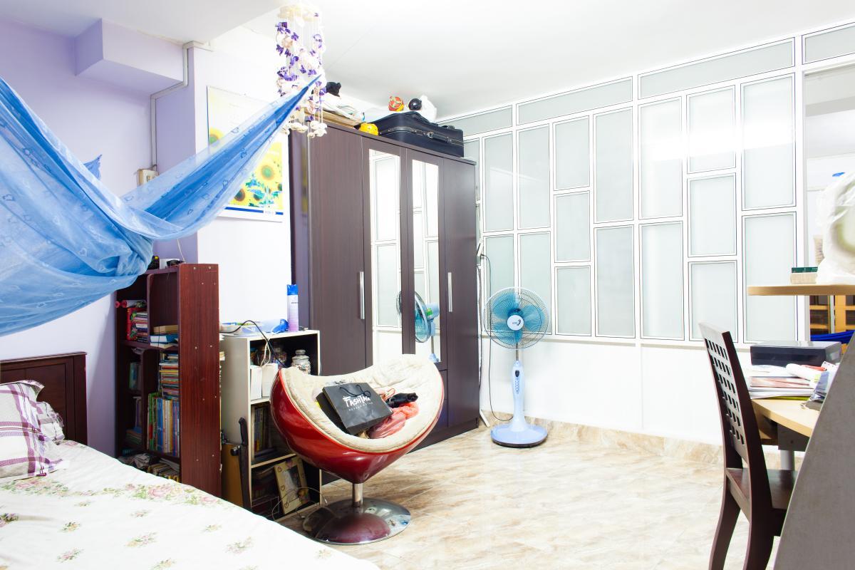Phòng ngủ thứ hai được thiết kế như phòng làm việc Căn hộ 2 mặt tiền lô D chung cư Hùng Vương