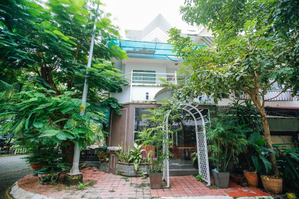 Tầng trệt căn nhà đang kinh doanh cà phê Nhà 3 tầng mặt tiền D48 Nam Long