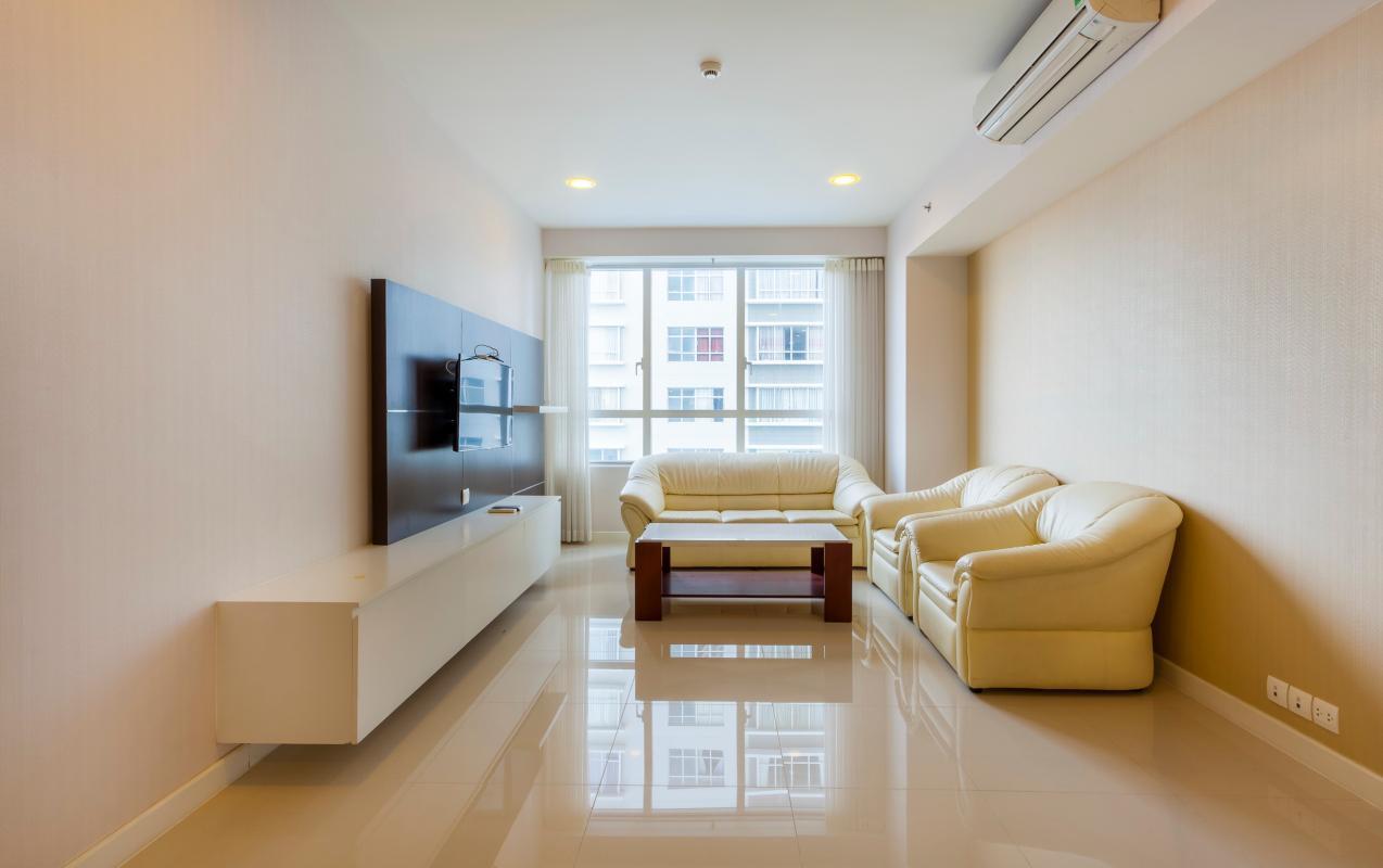 Phòng khách view thoáng đãng Căn góc trung tầng V1 Sunrise City