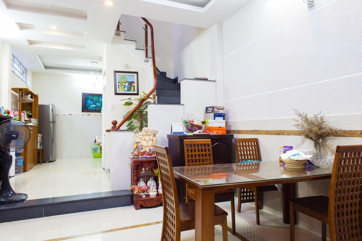 Không gian khu vực bàn ăn tầng trệt Nhà 3 tầng hẻm Bùi Văn Thêm quận Phú Nhuận