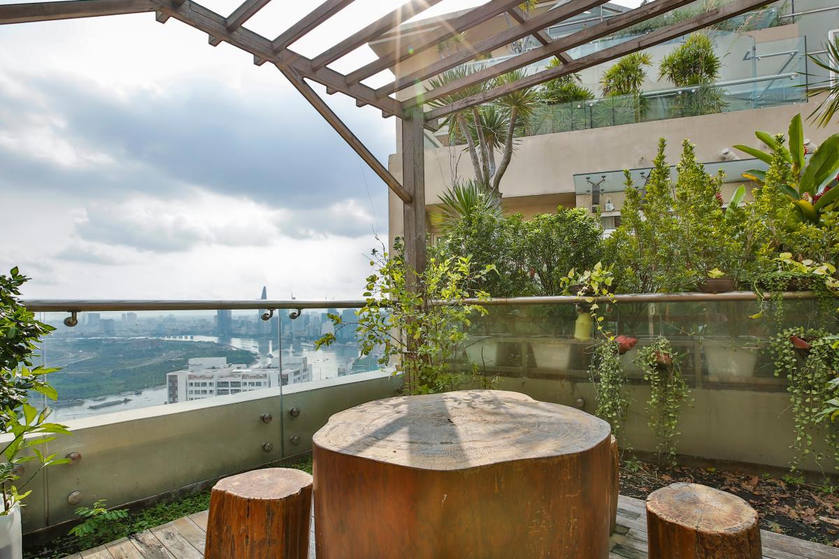 Bàn ghế sân vườn Penthouse hướng Nam Sapphire 1 Sài Gòn Pearl