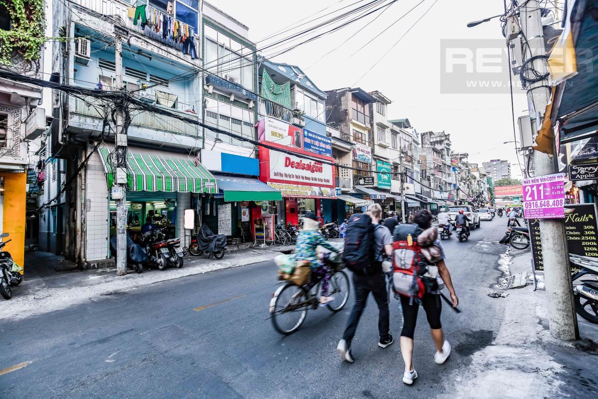Quan cảnh đường Nguyễn Phúc Nguyên Nhà 4 tầng mặt tiền Nguyễn Phúc Nguyên quận 3
