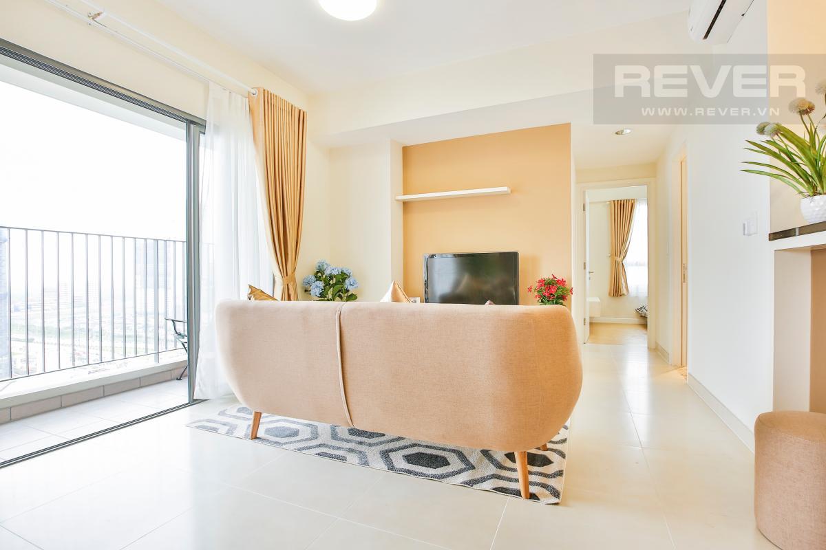 Phòng khách gần ban công hướng Đông Nam Căn góc tầng cao T4A Masteri Thảo Điền