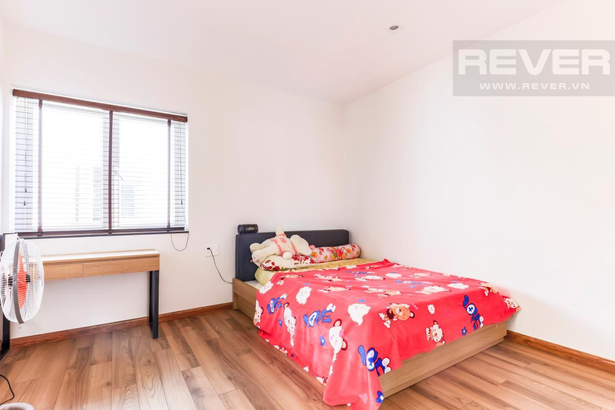 Không gian phòng ngủ tầng 2 khá rộng rãi Villa Melosa Garden hướng Bắc, 3 tầng hiện đại