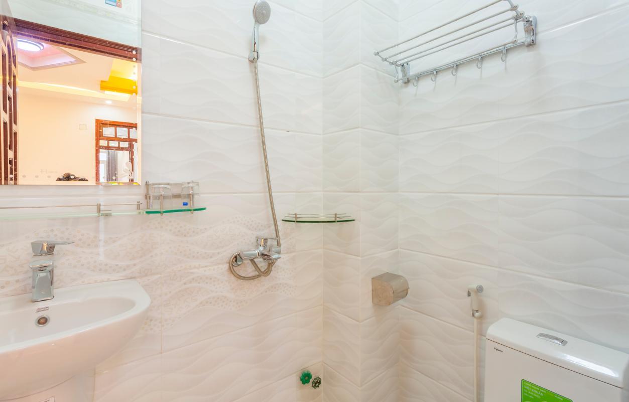 Phòng tắm 1 Nhà 5 tầng hướng Tây mặt tiền  Trần Văn Dư Tân Bình