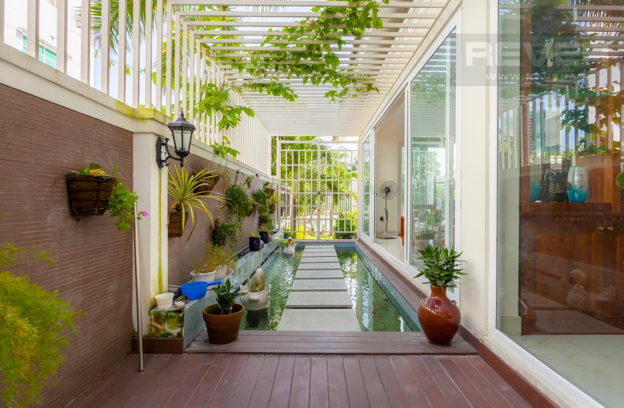 Lối đi phía ngoài phòng khách Villa 3 tầng Đường Số 14 Hoàng Quốc Việt