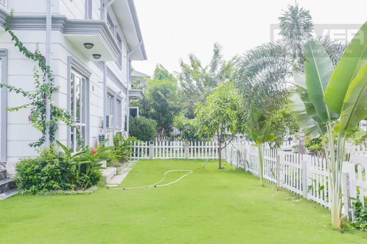 Sân vườn với thảm cỏ xanh mát mắt Villa sân vườn hướng Tây Bắc Thủ Đức Garden Homes