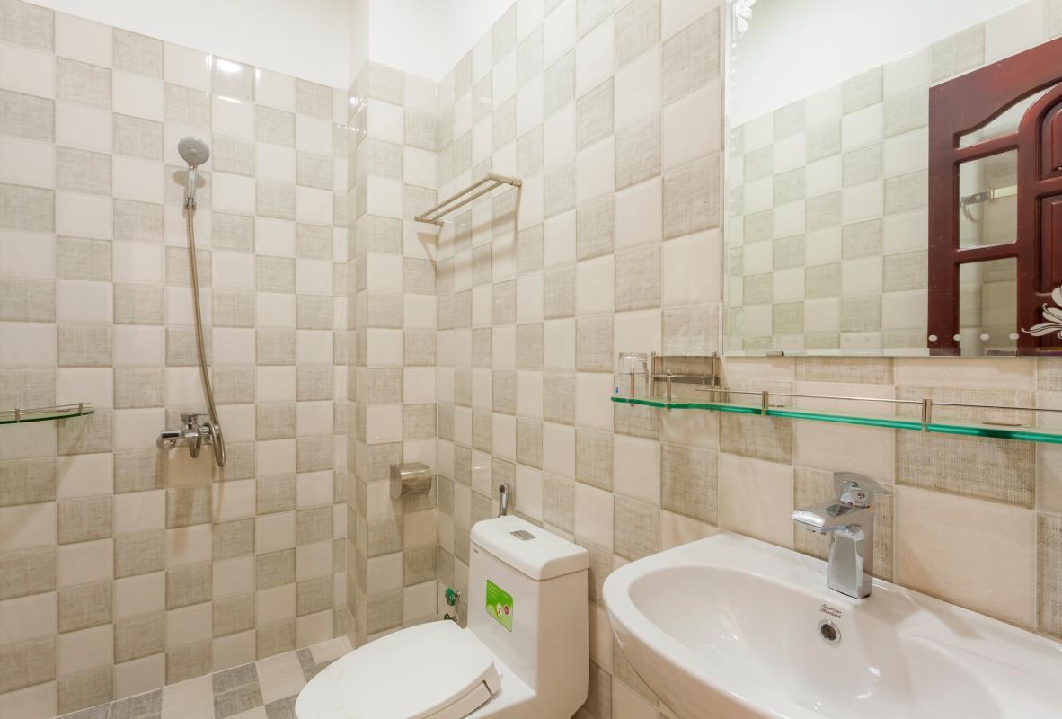 Phòng tắm 2 Nhà 5 tầng hướng Tây mặt tiền  Trần Văn Dư Tân Bình