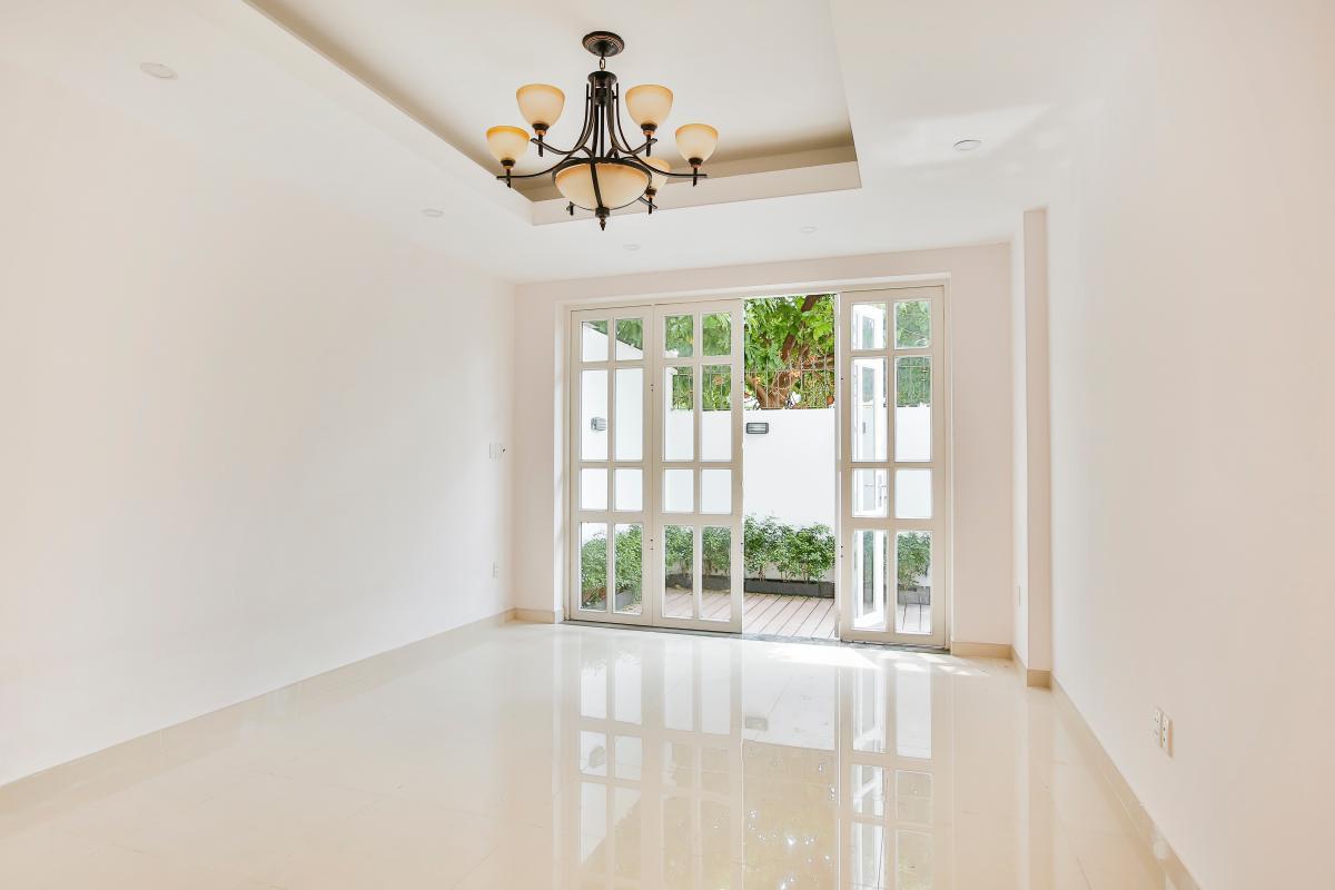 Phòng khách nhỏ Villa 3 tầng Lương Định Của Thủ Thiêm