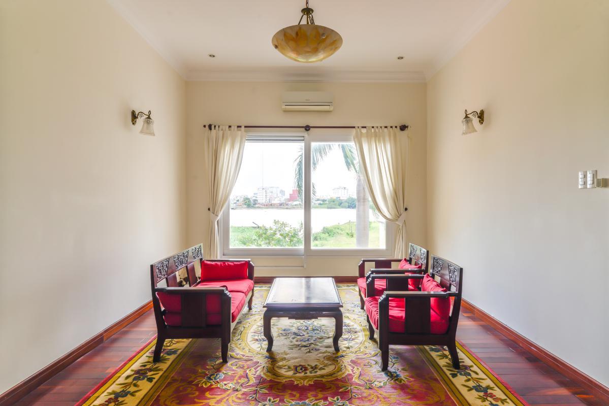 Phòng khách view sông Villa 3 tầng compound Nguyễn Văn Hưởng
