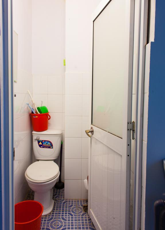 Phòng tắm ở tầng lầu Căn hộ 2 mặt tiền lô D chung cư Hùng Vương