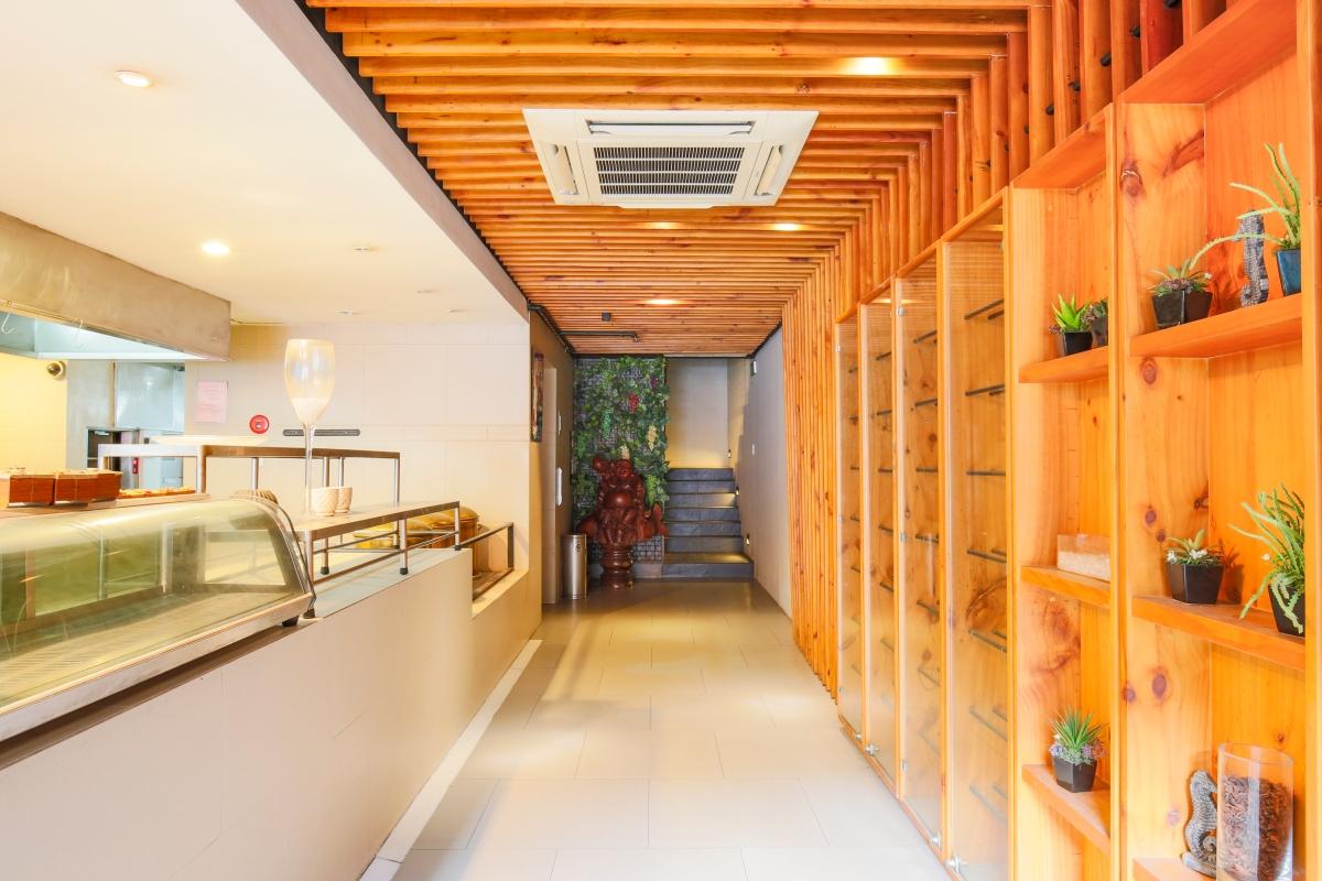 Khu tủ trưng bày sản phẩm, khu thực phẩm Nhà 5 tầng mặt tiền Lê Ngô Cát