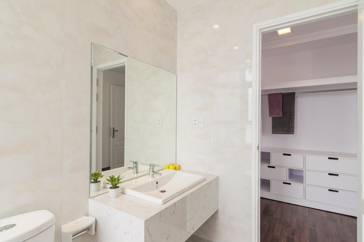 Phòng tắm bên trong phòng ngủ lớn Căn hộ tầng cao B Star Hill