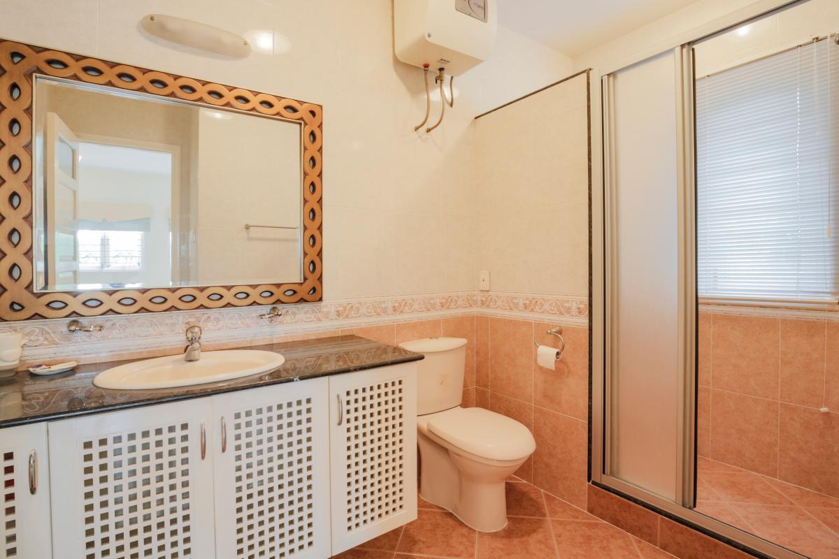 Nội thất phòng tắm Villa sân vườn có hồ bơi Nguyễn Văn Hưởng