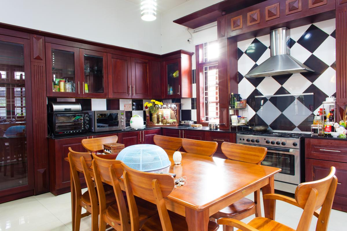 Bàn ăn trong phòng bếp Villa 3 tầng đường Số 20 Linh Đông Thủ Đức
