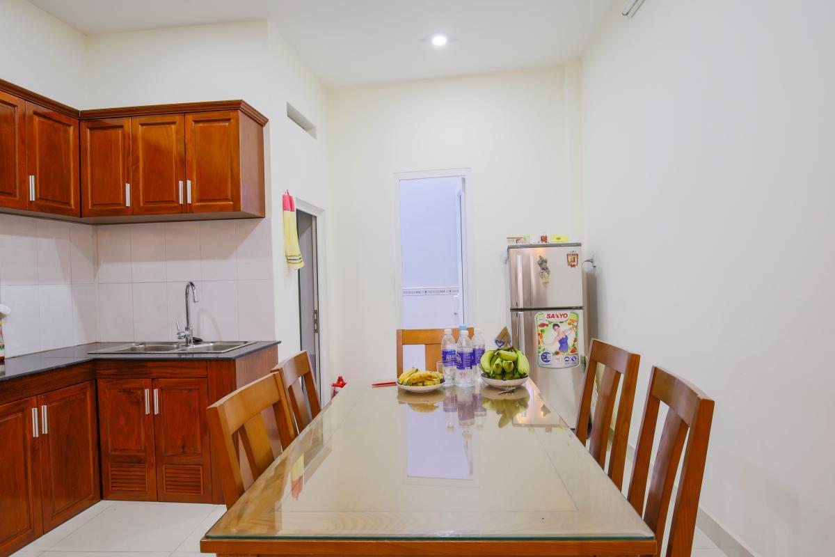 Bàn ăn phòng bếp Nhà phố Nguyễn Khoái 4 tầng kiên cố