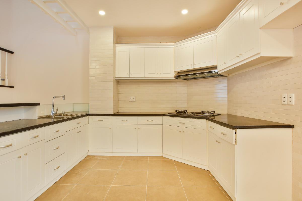 Phòng bếp đầy đủ nội thất Villa 3 tầng Lương Định Của Thủ Thiêm