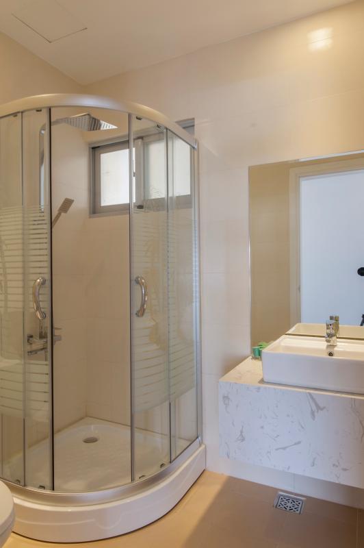 Buồng tắm đứng hiện đại Căn hộ tầng cao B Star Hill