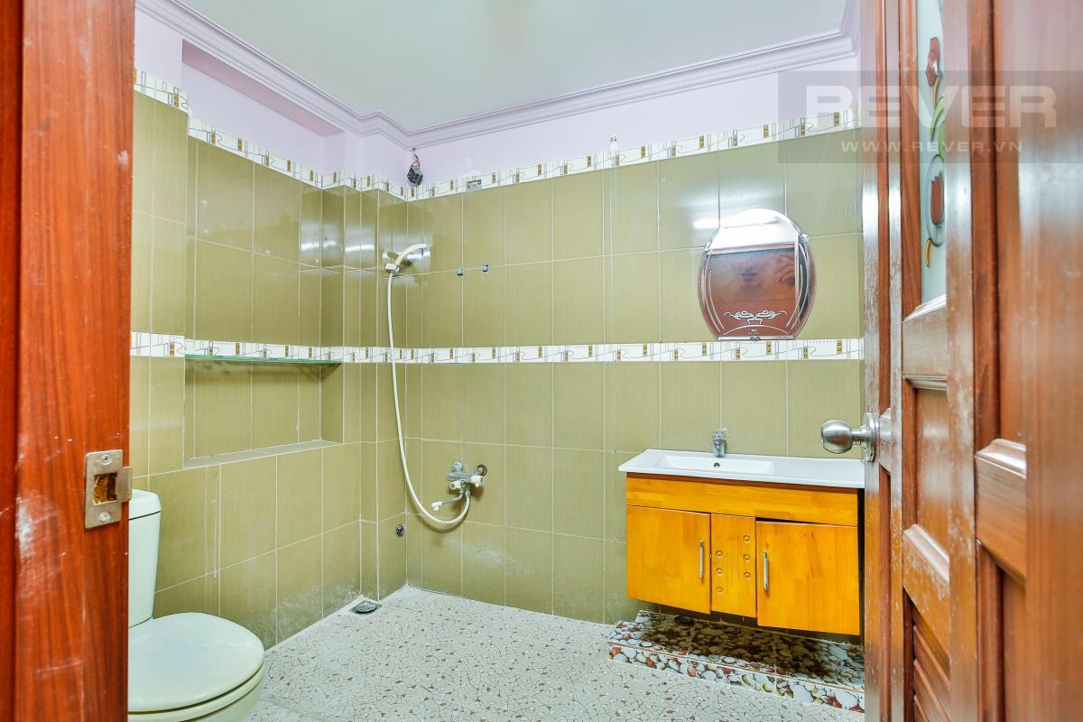 Phòng tắm 2 Nhà 3 tầng mặt tiền Ngô Thị Thu Minh