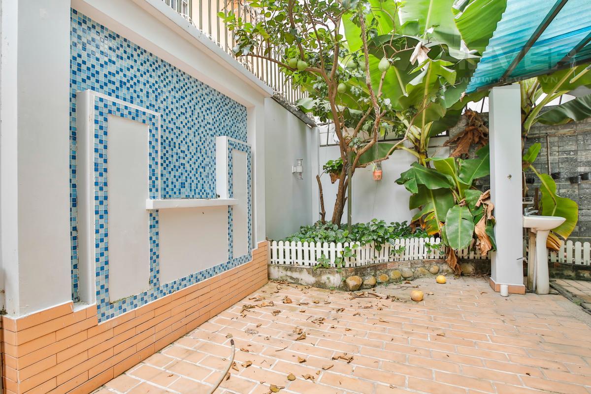 Sân vườn Nhà 4 tầng Nguyễn Văn Hưởng