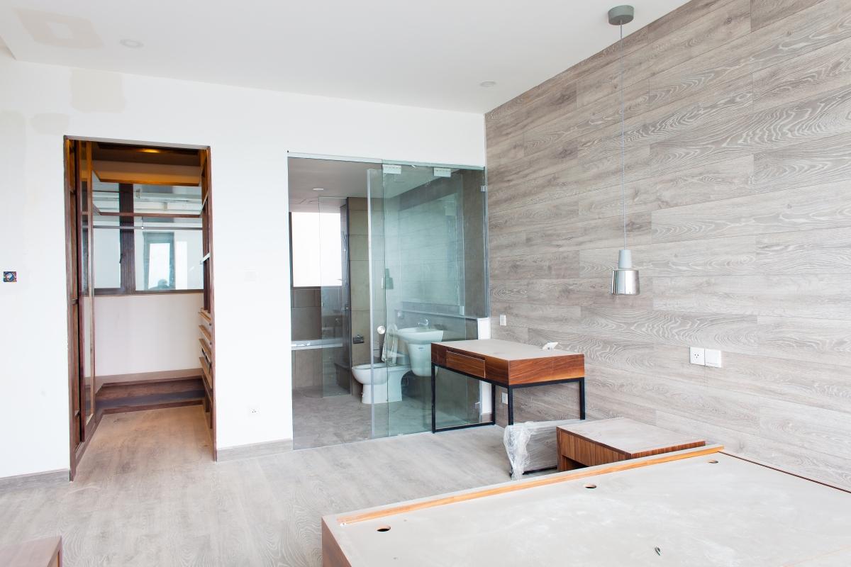 Phòng ngủ lớn có phòng tắm hiện đại Căn góc tầng cao T5 Riviera Point