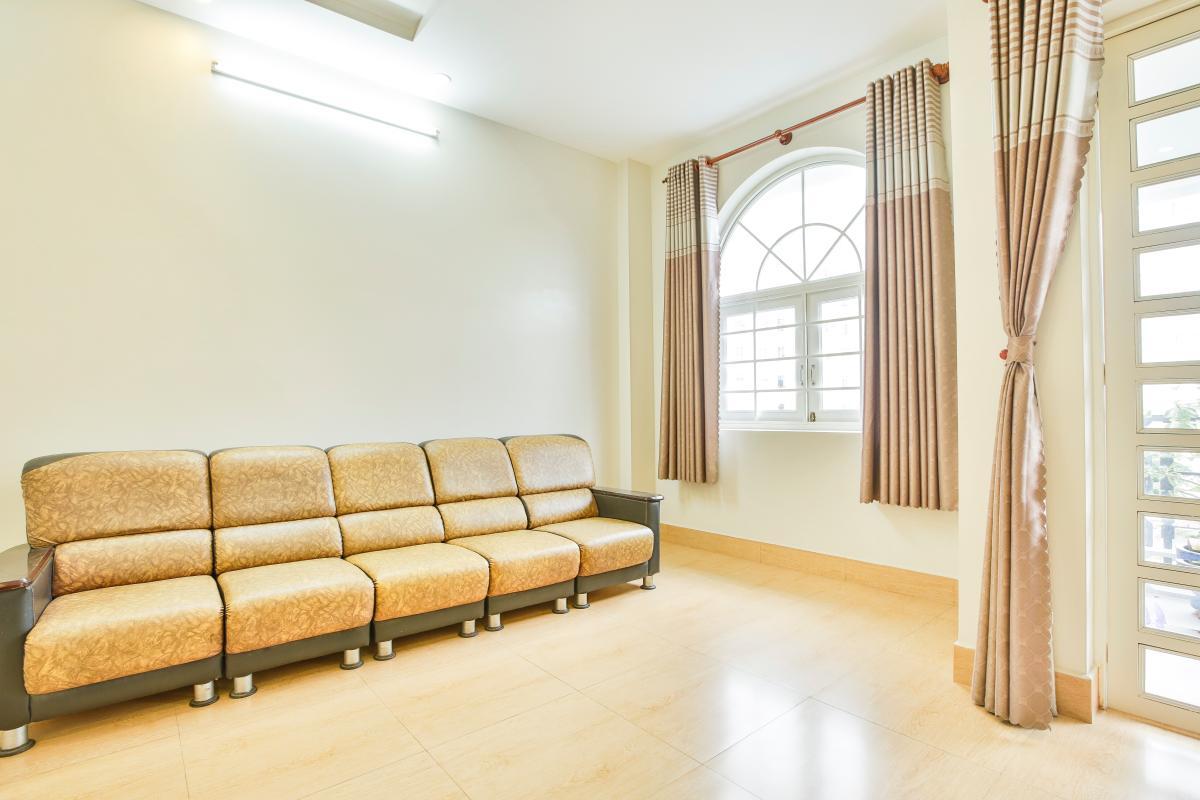 Phòng khách trên lầu Nhà 3 tầng Tăng Nhơn Phú quận 9