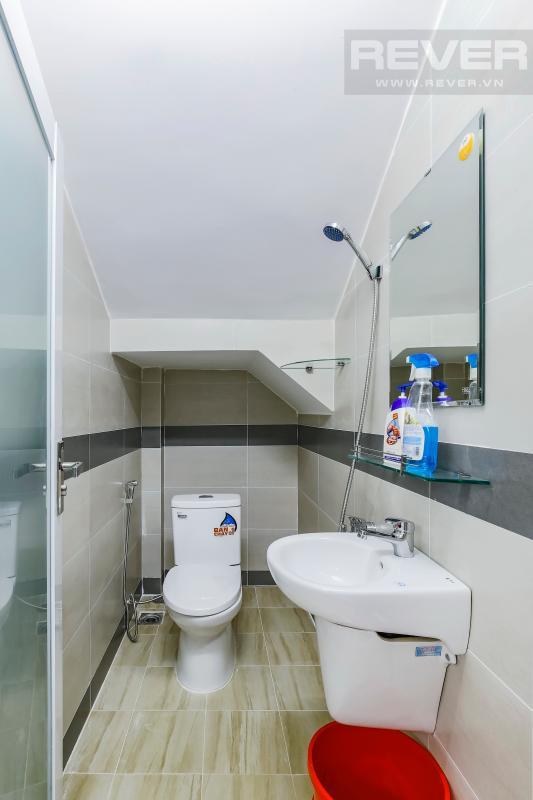 Phòng tắm dưới chân cầu thang Nhà 4 tầng hẻm Chu Văn An Bình Thạnh