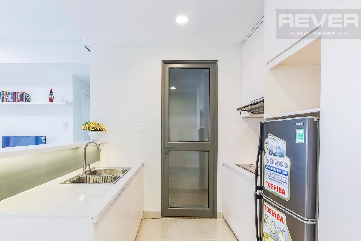 Phòng bếp với lối đi vào lô gia Căn góc trung tầng T4B Masteri Thảo Điền