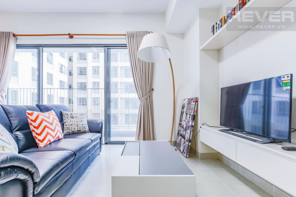 Phòng khách có view nội khu và thành phố Căn góc trung tầng T4B Masteri Thảo Điền